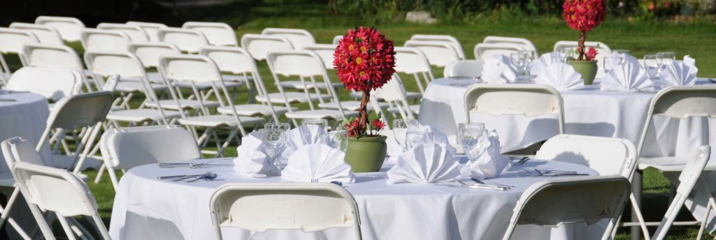 Outdoor Reception at Pike's Waterfront Lodge